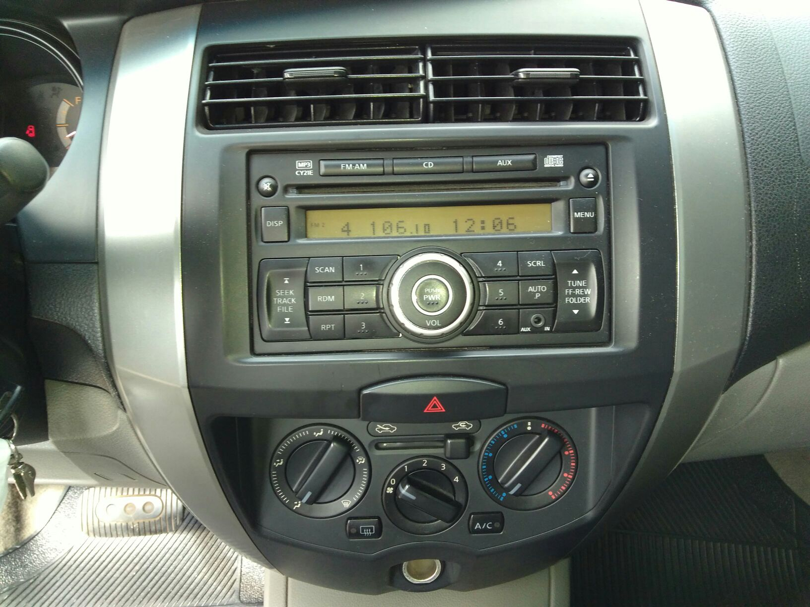 NISSAN LIVINA S 1.8 16V AT FLEX
